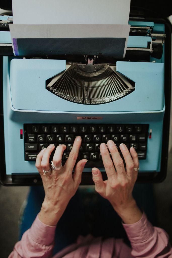 photo of Jennifer Still's hands on her typewriter